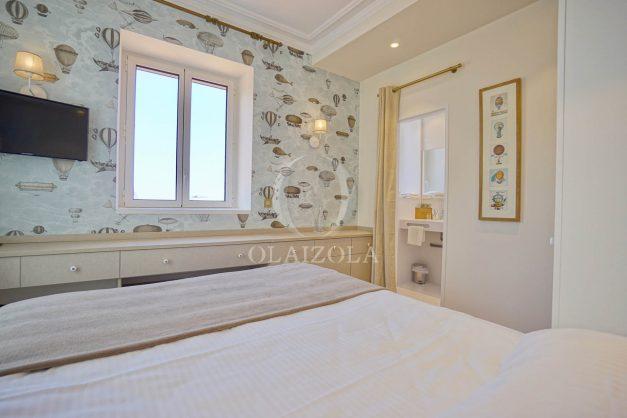 location-vacances-biarritz-plein-coeur-des-halles-vue-mer-terrasse-plage-a-pied-commerces-028