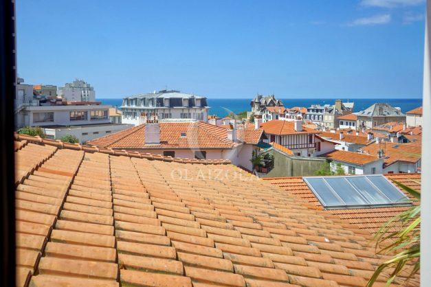 location-vacances-biarritz-plein-coeur-des-halles-vue-mer-terrasse-plage-a-pied-commerces-029