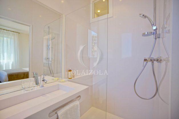 location-vacances-biarritz-plein-coeur-des-halles-vue-mer-terrasse-plage-a-pied-commerces-031