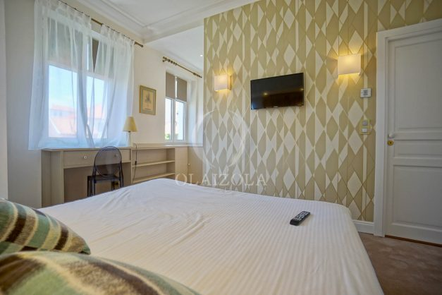 location-vacances-biarritz-plein-coeur-des-halles-vue-mer-terrasse-plage-a-pied-commerces-036