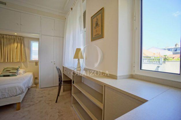 location-vacances-biarritz-plein-coeur-des-halles-vue-mer-terrasse-plage-a-pied-commerces-037
