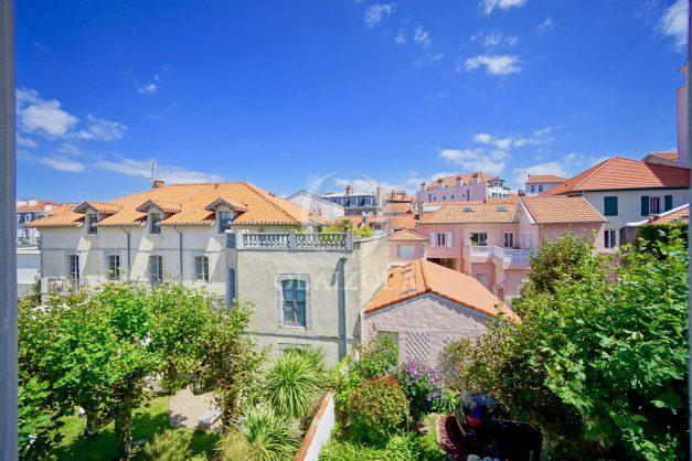 location-vacances-biarritz-plein-coeur-des-halles-vue-mer-terrasse-plage-a-pied-commerces-038