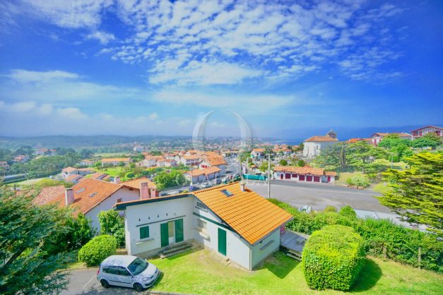 location-vacances-bidart-vue-mer-coeur-village-terrasse-plage-a-pied-001