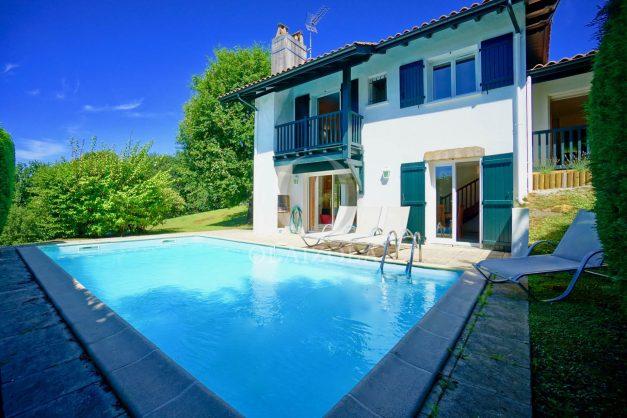 location-vacances-cote-basque-golf-villa-piscine-terrasse-makila-jardin-proche-plages-et-campagne-2021-2