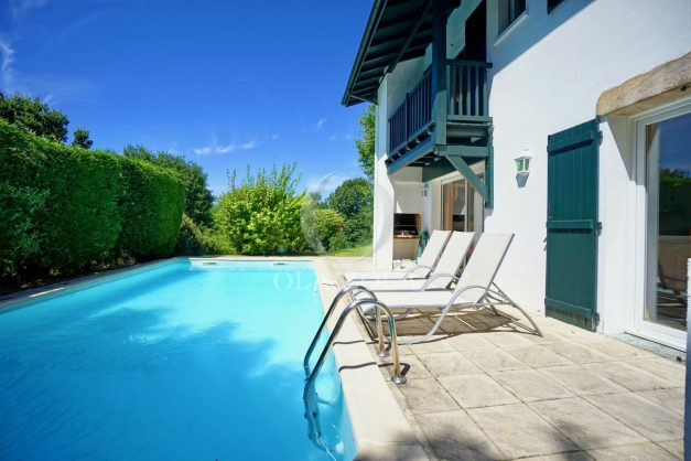 location-vacances-cote-basque-golf-villa-piscine-terrasse-makila-jardin-proche-plages-et-campagne-2021-3