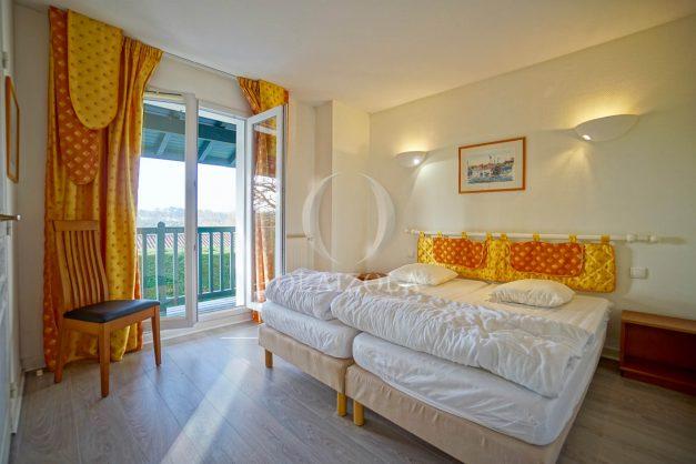 location-vacances-cote-basque-golf-villa-piscine-terrasse-makila-jardin-proche-plages-et-campagne-2021-32