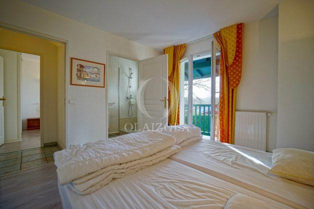 location-vacances-cote-basque-golf-villa-piscine-terrasse-makila-jardin-proche-plages-et-campagne-2021-33
