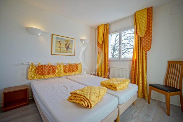 location-vacances-cote-basque-golf-villa-piscine-terrasse-makila-jardin-proche-plages-et-campagne-2021-37