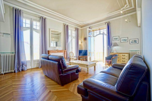 location-vacances-biarritz-appartement-vue-mer-standing-cote-des-basques-parking-terrasse-plein-sud-plage-a-pied-007