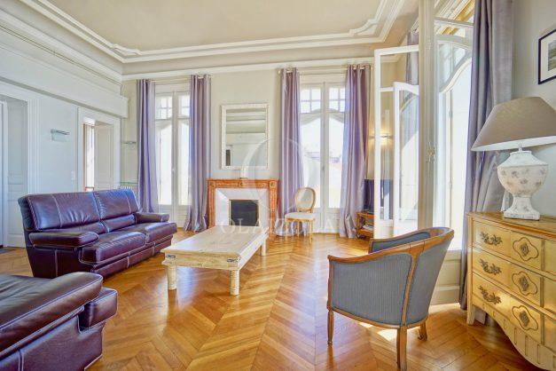 location-vacances-biarritz-appartement-vue-mer-standing-cote-des-basques-parking-terrasse-plein-sud-plage-a-pied-010