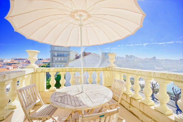 location-vacances-biarritz-appartement-vue-mer-standing-cote-des-basques-parking-terrasse-plein-sud-plage-a-pied-017