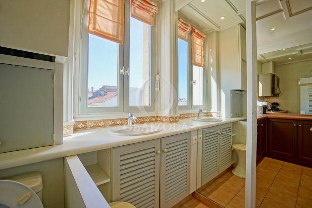 location-vacances-biarritz-appartement-vue-mer-standing-cote-des-basques-parking-terrasse-plein-sud-plage-a-pied-027