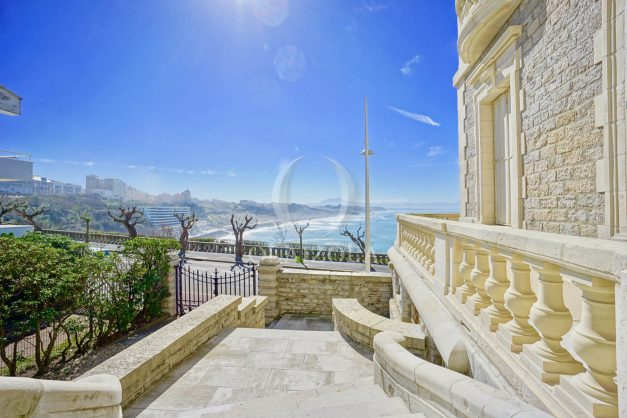 location-vacances-biarritz-appartement-vue-mer-standing-cote-des-basques-parking-terrasse-plein-sud-plage-a-pied-042