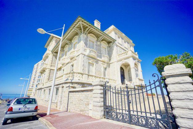 location-vacances-biarritz-appartement-vue-mer-standing-cote-des-basques-parking-terrasse-plein-sud-plage-a-pied-046