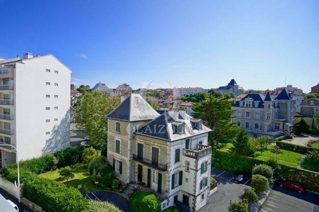 location-vacance-biarritz-t4-centre-ville-renove-balcon-terrasse-plage-a-pied-jardin-public-2019-001