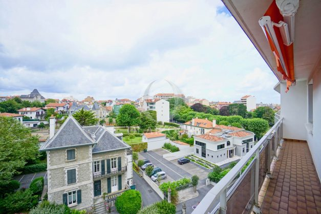 location-vacance-biarritz-t4-centre-ville-renove-balcon-terrasse-plage-a-pied-jardin-public-2019-002