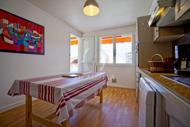 location-vacance-biarritz-t4-centre-ville-renove-balcon-terrasse-plage-a-pied-jardin-public-2019-010