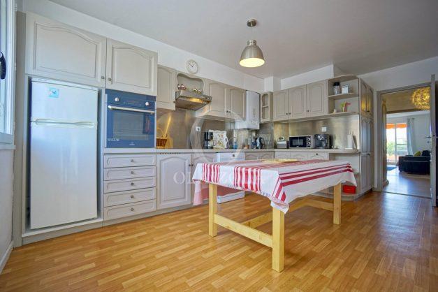 location-vacance-biarritz-t4-centre-ville-renove-balcon-terrasse-plage-a-pied-jardin-public-2019-012