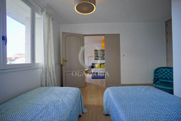 location-vacance-biarritz-t4-centre-ville-renove-balcon-terrasse-plage-a-pied-jardin-public-2019-016