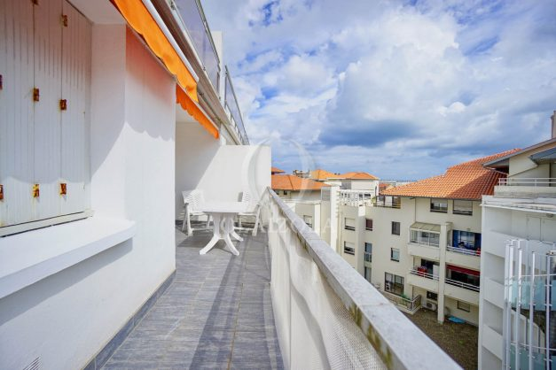 location-vacance-biarritz-t4-centre-ville-renove-balcon-terrasse-plage-a-pied-jardin-public-2019-035
