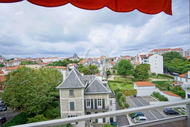 location-vacance-biarritz-t4-centre-ville-renove-balcon-terrasse-plage-a-pied-jardin-public-2019-036