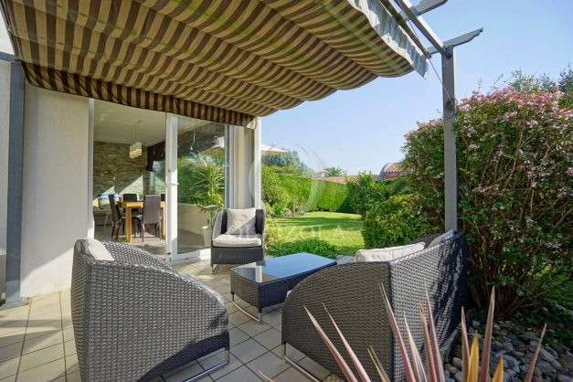 location-vacances-bidart-appartement-rez-de-chaussee-proche-plage-calme-jardin-terrasse-pergola-parking-plein-sud-proche-centre-village-007