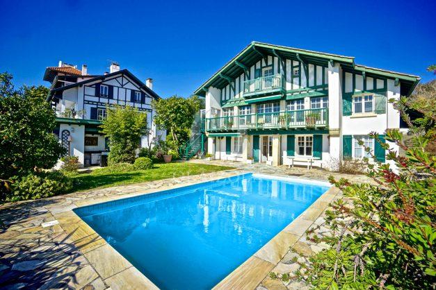 location-vacances-bidart-villa-vue-mer-piscine-parking-plage-a-pied-coeur-village-ocean-montagne-001