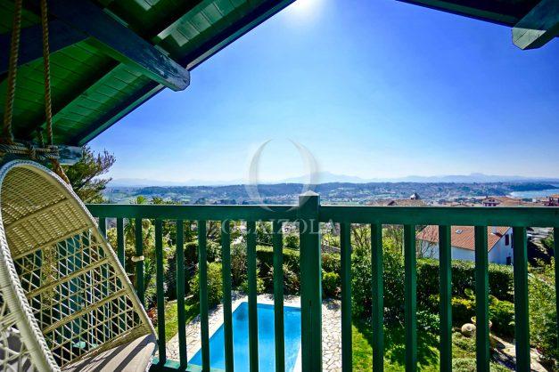 location-vacances-bidart-villa-vue-mer-piscine-parking-plage-a-pied-coeur-village-ocean-montagne-021