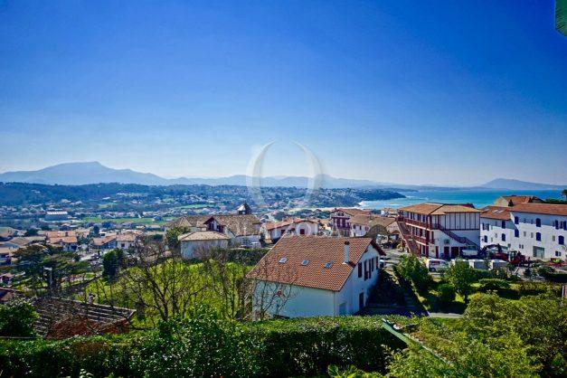 location-vacances-bidart-villa-vue-mer-piscine-parking-plage-a-pied-coeur-village-ocean-montagne-023