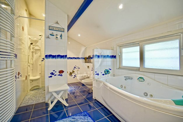 location-vacances-bidart-villa-vue-mer-piscine-parking-plage-a-pied-coeur-village-ocean-montagne-029