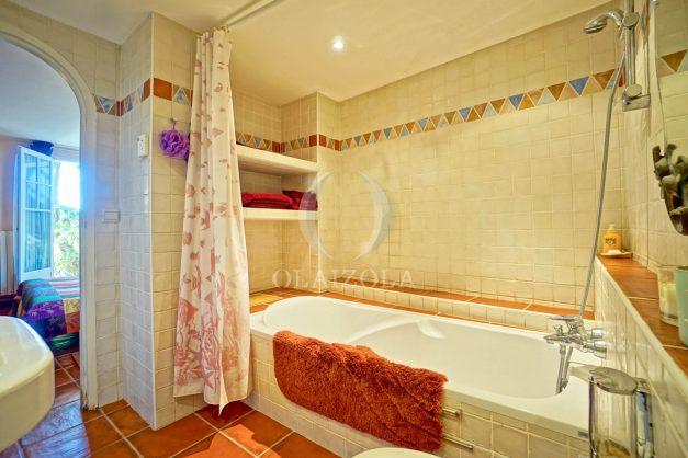location-vacances-bidart-villa-vue-mer-piscine-parking-plage-a-pied-coeur-village-ocean-montagne-040