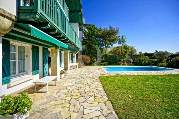 location-vacances-bidart-villa-vue-mer-piscine-parking-plage-a-pied-coeur-village-ocean-montagne-042