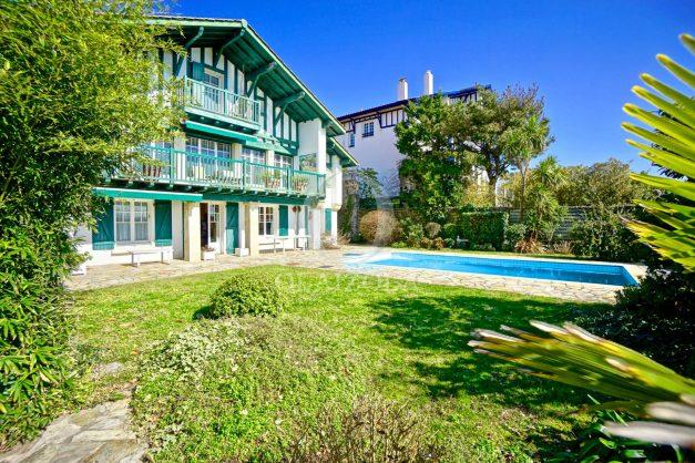 location-vacances-bidart-villa-vue-mer-piscine-parking-plage-a-pied-coeur-village-ocean-montagne-044