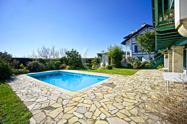 location-vacances-bidart-villa-vue-mer-piscine-parking-plage-a-pied-coeur-village-ocean-montagne-045
