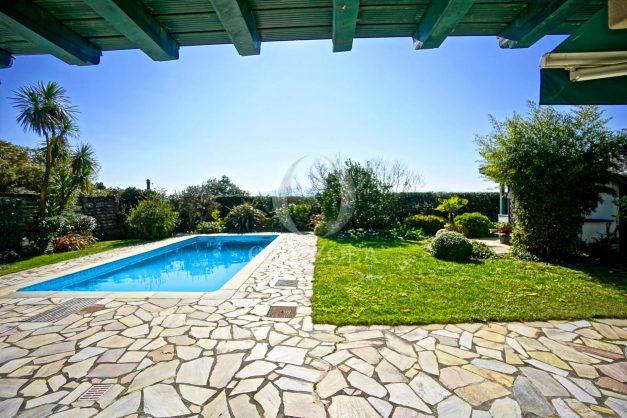 location-vacances-bidart-villa-vue-mer-piscine-parking-plage-a-pied-coeur-village-ocean-montagne-046