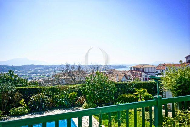 location-vacances-bidart-villa-vue-mer-piscine-parking-plage-a-pied-coeur-village-ocean-montagne-049