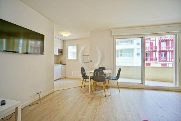location-vacances-biarritz-appartement-proche-grande-plage-centre-ville-refait-a-neuf-4-personnes-residence-imperiale-parking-008