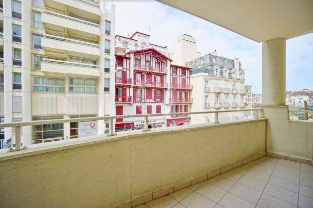 location-vacances-biarritz-appartement-proche-grande-plage-centre-ville-refait-a-neuf-4-personnes-residence-imperiale-parking-011
