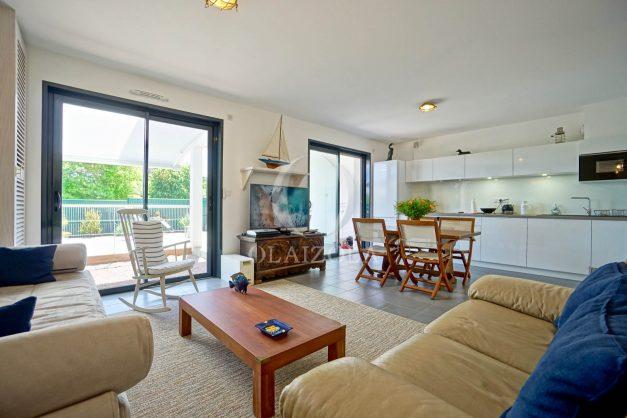 location-vacances-bidart-appartement-vue-montagne-terrasse-plein-sud-proche-mer-centre-village-plage-a-pied-biarritz-a-5-min-014
