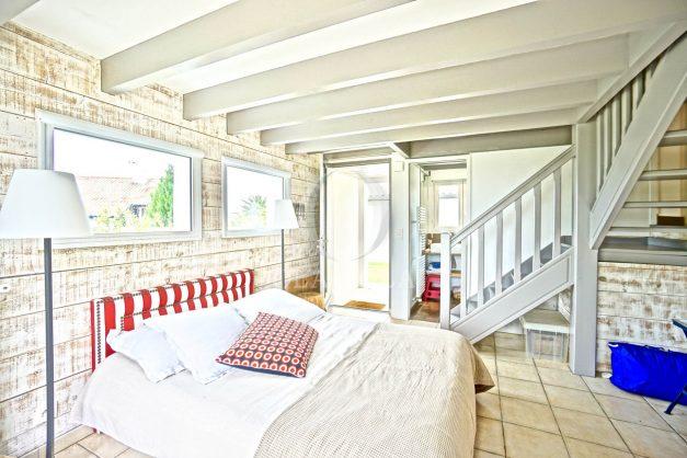 vue-mer-biarritz-location-vacances-maison-villa-plages-luxe-vue-mer-montagne-piscine-standing-unique-parking-prive-centre-ville-042