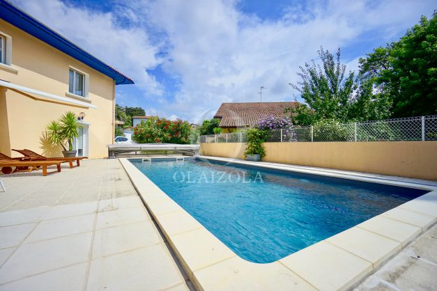 location-vacances-anglet-agence-olaizola—appartement-piscine-parking-cinq-cantons-chambre-d-amour-plage-a-pied-terrasse-plancha-004