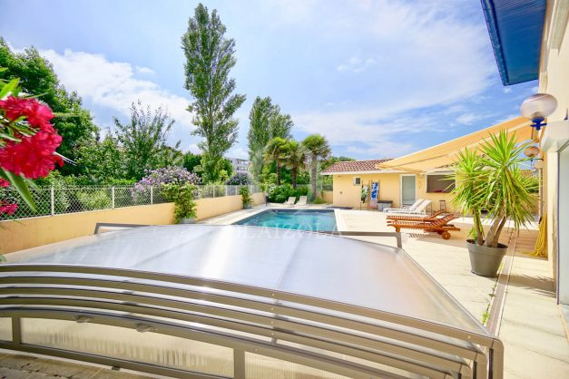 location-vacances-anglet-agence-olaizola—appartement-piscine-parking-cinq-cantons-chambre-d-amour-plage-a-pied-terrasse-plancha-006