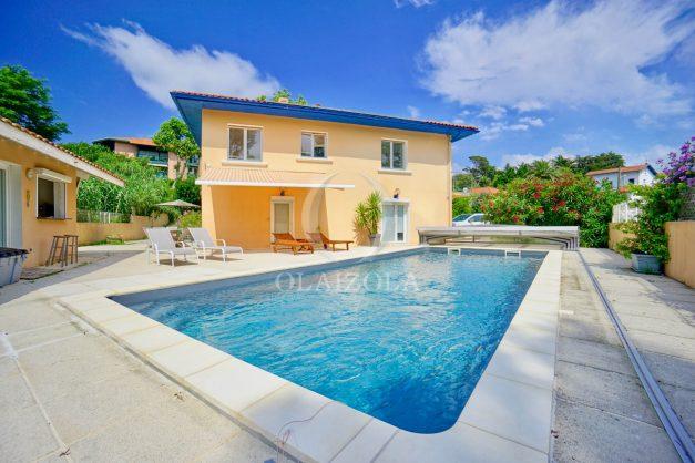 location-vacances-anglet-agence-olaizola-villa-piscine-parking-cinq-cantons-chambre-d-amour-plage-a-pied-terrasse-plancha-001