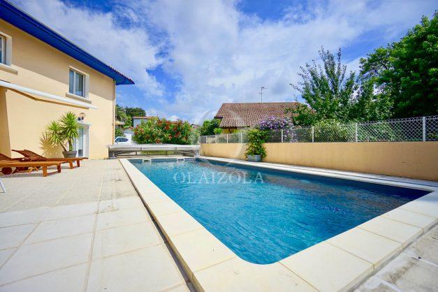 location-vacances-anglet-agence-olaizola-villa-piscine-parking-cinq-cantons-chambre-d-amour-plage-a-pied-terrasse-plancha-002