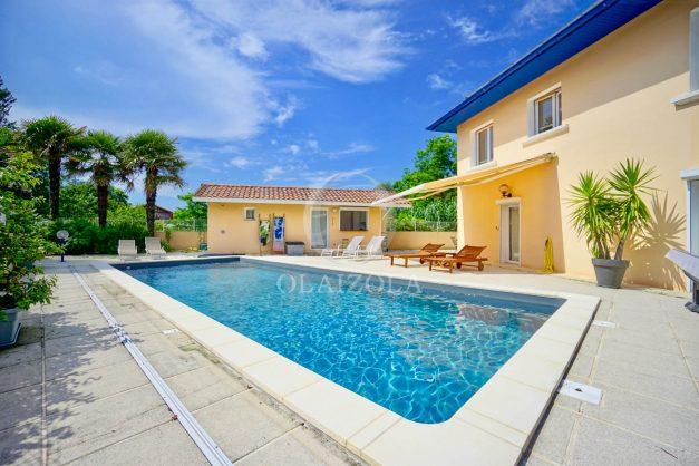 location-vacances-anglet-agence-olaizola-villa-piscine-parking-cinq-cantons-chambre-d-amour-plage-a-pied-terrasse-plancha-003