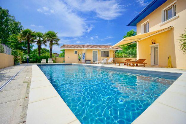 location-vacances-anglet-agence-olaizola-villa-piscine-parking-cinq-cantons-chambre-d-amour-plage-a-pied-terrasse-plancha-004