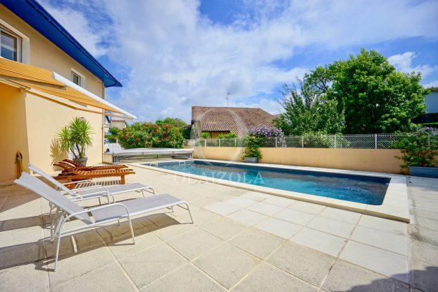 location-vacances-anglet-agence-olaizola-villa-piscine-parking-cinq-cantons-chambre-d-amour-plage-a-pied-terrasse-plancha-005