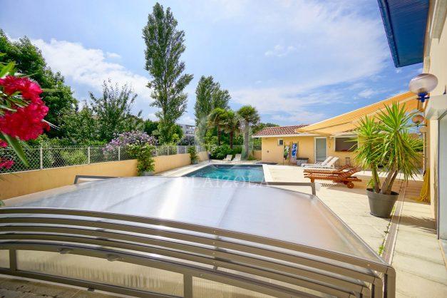 location-vacances-anglet-agence-olaizola-villa-piscine-parking-cinq-cantons-chambre-d-amour-plage-a-pied-terrasse-plancha-006