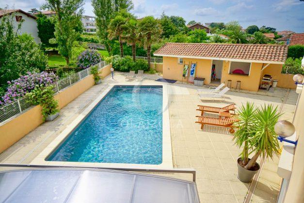 location-vacances-anglet-agence-olaizola-villa-piscine-parking-cinq-cantons-chambre-d-amour-plage-a-pied-terrasse-plancha-007