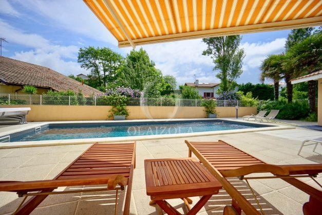 location-vacances-anglet-agence-olaizola-villa-piscine-parking-cinq-cantons-chambre-d-amour-plage-a-pied-terrasse-plancha-008